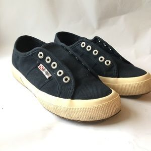 Superga // Navy Classic Lace Up Sneakers 6.5